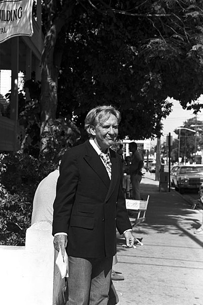 File:Burgess Meredith 1974.jpg