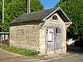 Bury (60), hameau de Mérard, remise de la pompe à incendie, rue Pasteur.jpg