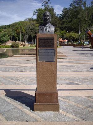 Águas de São Pedro - Bust of the city founder, Octavio Moura Andrade