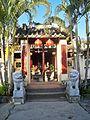 Cổng đền thờ họ Mạc.jpg