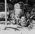 COLLECTIE TROPENMUSEUM Sculptuur bij Ojubo Osogbo een rivierheiligdom gewijd aan de godin Osun TMnr 20017000.jpg