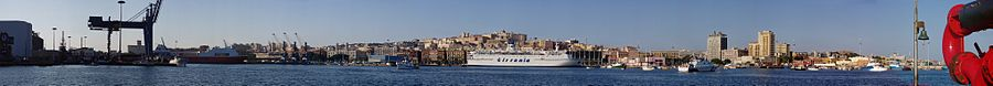 Panoramica del porto di Cagliari