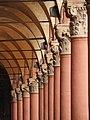 Capitelli portico Piazza Santo Stefano.jpg