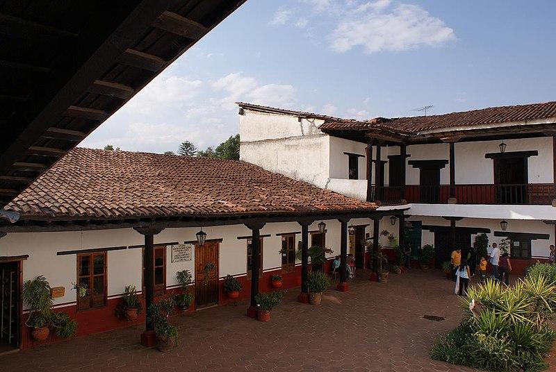 File:Casas dentro de los 11 patios - panoramio.jpg