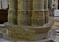 Catedral d'Osca, base dels pilars.JPG