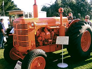 List of former tractor manufacturers wikivisually chamberlain john deere image chamberlain diesel tractor at 2007 perth royal showjpg fandeluxe Choice Image