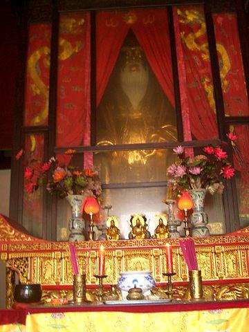 Лао-цзы как божество в китайском храме