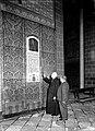 Charles Vos & deken Wouters bij epitaaf kardinaal Van Rossum, 1936.jpg