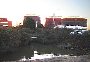 Chelsea Harbour - Chelsea Creek in 2006 with outlook onto Fulham gas holders
