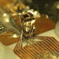 15f816da90a3 Un reloj atómico implementado en un circuito integrado desarrollado por el  NIST.