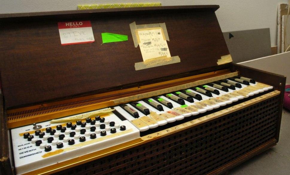 Chord organ (electric blow reed)