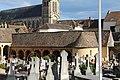Cloître Cimetière Montfort Amaury 4.jpg