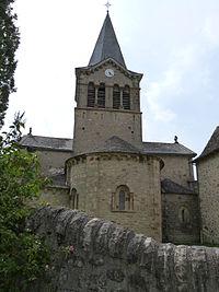 Clocher et absides de l'église.JPG