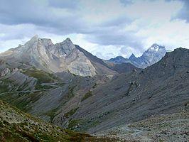 De Agnelpas met de bergen Monviso (r) en de Pain de Sucre (l)