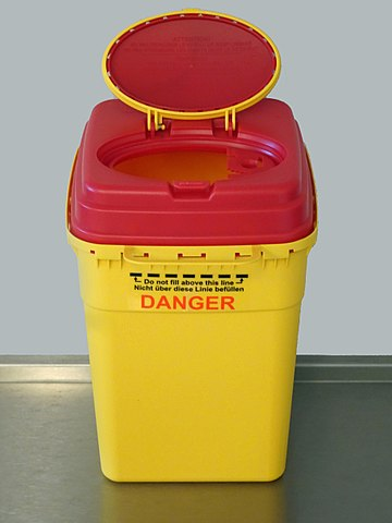 https://upload.wikimedia.org/wikipedia/commons/thumb/e/e0/Container_for_medical_sharp_and_infectious_waste.jpg/360px-Container_for_medical_sharp_and_infectious_waste.jpg