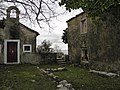 Crkvica i kuća - panoramio.jpg