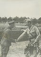 De commandant van het Spaanse detachement op het parcours van 50 km, kapitein D. – F40071 – KNBLO.jpg