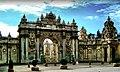 Dolmabahçe Palace- Main gate-İstanbul - panoramio.jpg