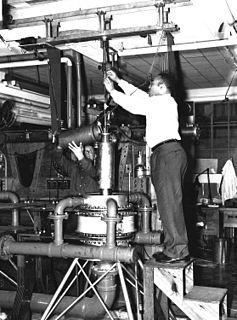 Warren Elliot Henry American physicis