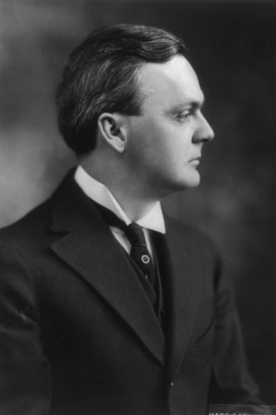 File:Dudley Field Malone, 1882-1950, bust portrait, right profile.jpg