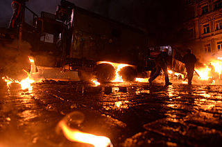 Dynamivska str barricades on fire. Euromaidan Protests. Events of Jan 19, 2014-8.jpg