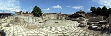 Eger castle - ruins of the romanesque basilica.JPG