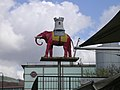 Elephant and Castle statue at Elephant and Castle - geograph.org.uk - 150330.jpg