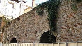 petit mur en pierre