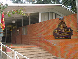 Entrance to Luling City Hall IMG 8204.JPG