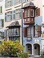 Erker an Altstadthäusern in der Augustinergasse in Zürich.jpg