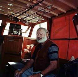 Hemingway sur son bateau vers 1950