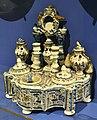 Escrivania, Manises, segle XIX, Museu de Ceràmica de València.JPG