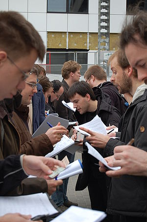 Key signing party - Key signing in front of FOSDEM 2008.