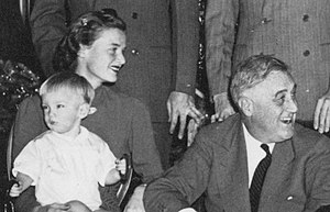 Franklin Delano Roosevelt III - Frank Roosevelt with his mother, Ethel du Pont, and FDR at the White House, Christmas 1941
