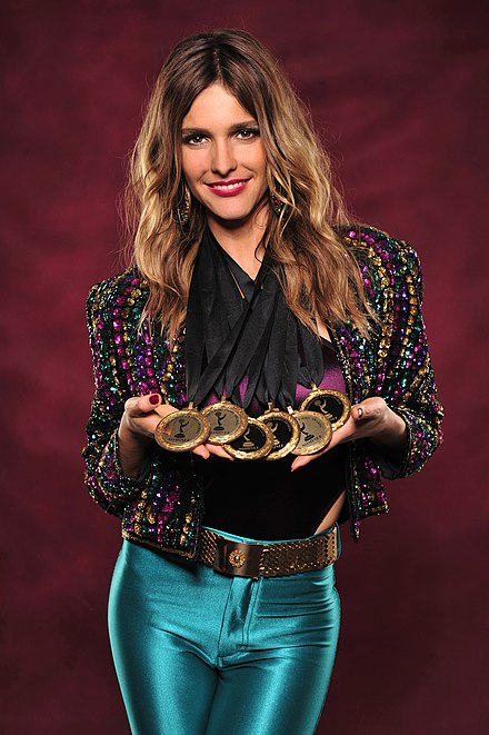 Brazilian actress Fernanda Lima holding Rede Globo's six medals of nominations to the International Emmy Awards in 2012 Fernanda Lima in 2012.jpg