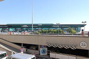 Fiumicino Airport 2011-by-RaBo-01.jpg