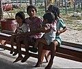 Flores-08-Flugplatz-Kinder-1980-gje.jpg