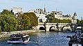 France, Paris, trafic sur la Seine entre le Pont des Arts et le Pont-Neuf.jpg