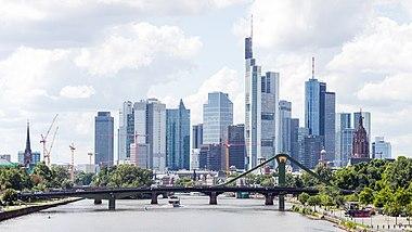 die skyline von frankfurt am main besteht aus fast allen deutschen. Black Bedroom Furniture Sets. Home Design Ideas