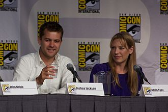 The Ghost Network - Actor Joshua Jackson (pictured left) actually plays the piano in the episode.