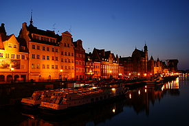 Gdansk at night.jpg