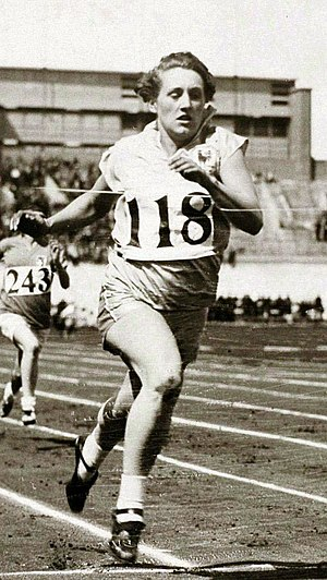 Georgette Gagneux - Georgette Gagneaux winning 100 m preliminaries at the 1928 Olympics