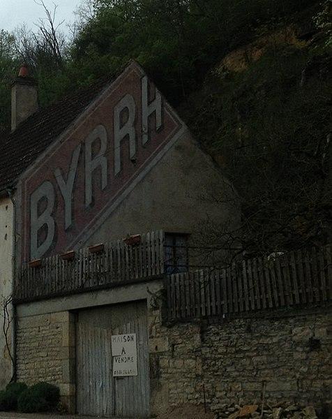 "Ghost sign ""BYRRH"" in Armes (Nièvre)."