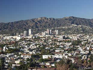 "View of Glendale from <a href=""http://search.lycos.com/web/?_z=0&q=%22Forest%20Lawn%20Memorial%20Park%2C%20Glendale%22"">Forest Lawn Memorial Park</a>"