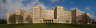 New Objectivity - Panorama of the IG Farben Building from the south, demonstrating how the curved shape of the building's façade reduces the impact of its scale