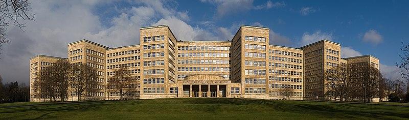 Goethe University Frankfurt Poelzig Building Panorama.jpg