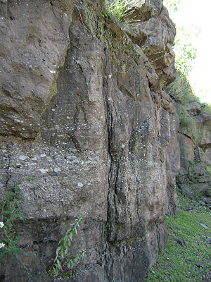 Passaic Formation - Image: Goffle Hill Sandstone Cliff