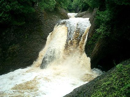 Gorge falls.jpg