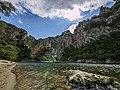 Gorges de l'Ardèche - Pont d'Arc à fleur d'eau.jpg