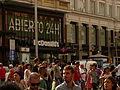 Gran Vía, gente paseando frente al McDonals, Madrid, España, 2015.JPG